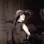 Marthe Régnier hat 1924, photo by Therese Bonney